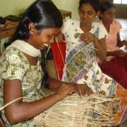 large_Sri_Lanka-033-Girls_weaving